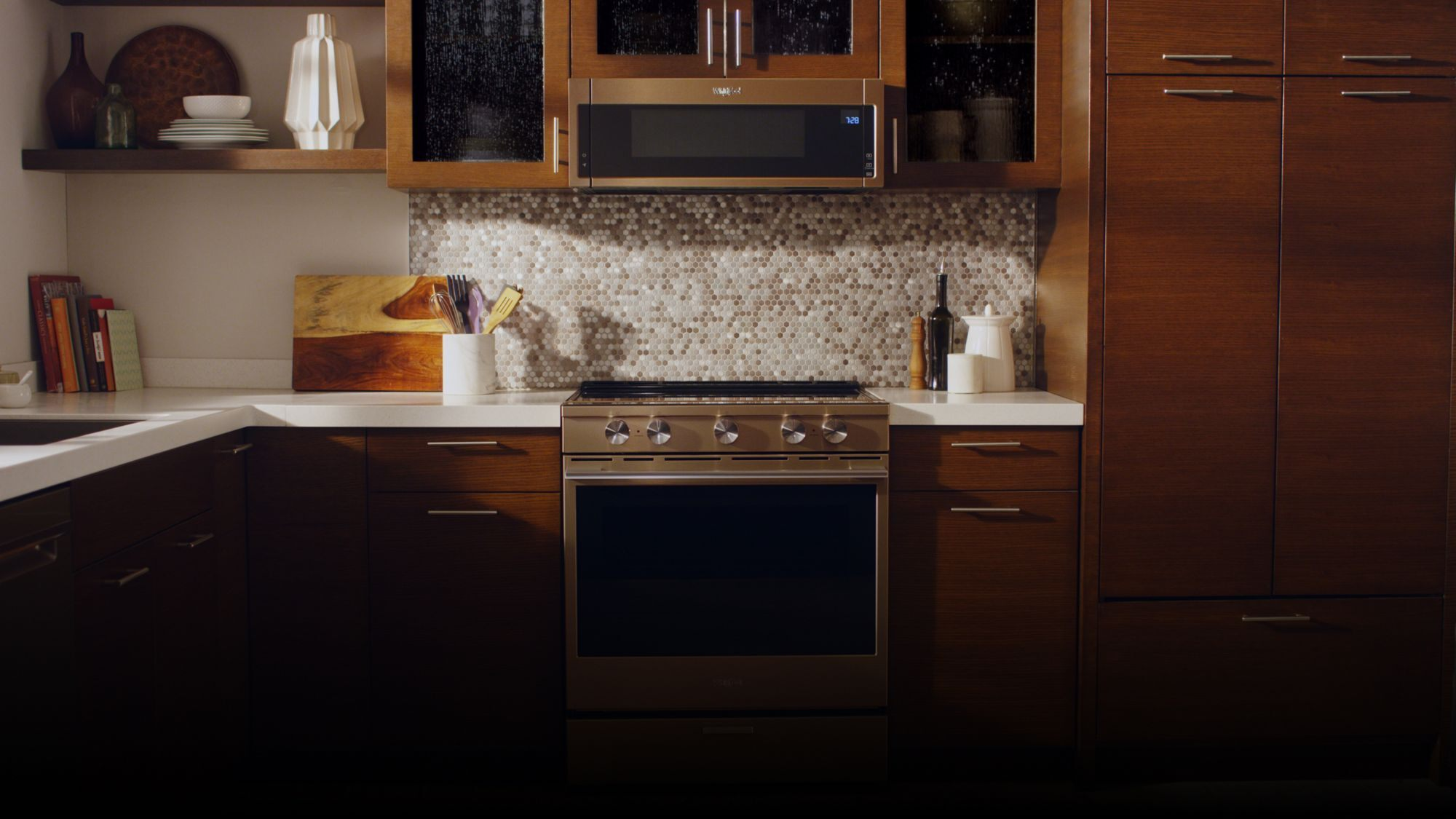 Whirlpool S E Saver Microwave Clears Your Counters